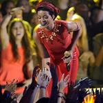 Rihanna performs on stage at the 2012 MTV VMAs 125325