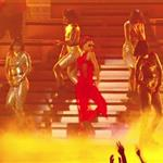 Rihanna performs on stage at the 2012 MTV VMAs 125328