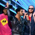 Drake accepts his award at the 2012 MTV VMAs 125350