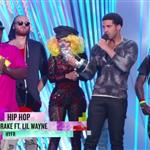 Drake accepts his award at the 2012 MTV VMAs 125352
