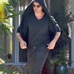 Robert Pattinson leaving Peter Berg's house the other day 39062