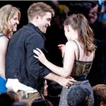 Kristen Stewart and Robert Pattinson lame best kiss at MTV Movie Awards 2010 62587