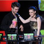 Kristen Stewart and Robert Pattinson lame best kiss at MTV Movie Awards 2010 62588