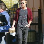 Ryan Gosling goes for lunch with a friend in New York City 110983