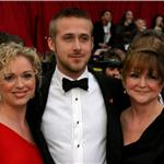 Ryan Gosling with his mom and sister at the 2007 Oscars  87432