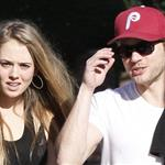 Ryan Phillippe out for lunch with mystery girl 101303