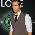 A thin Ryan Reynolds promotes The Green Lantern at CinemaCon and Male Star of the Year Award  82486