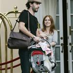 Sacha Baron Cohen Isla Fisher arrange photo op with baby Olive 14754