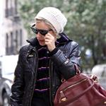 Sienna Miller cries at the paparazzi in New York while walking her dog 49648