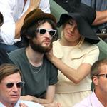 Sienna Miller and Tom Sturridge get close in Anna Wintour's box at French open 86806