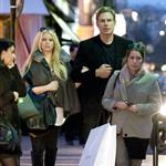 Jessica Simpson and her KFed fiancé go to Paris with assistant  81112