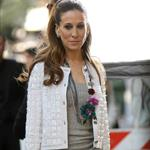 Sarah Jessica Parker shoots commercial with questionable hairpiece 19479