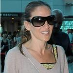 Sarah Jessica Parker at Taipei airport heading for Beijing  90782