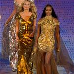 British supermodels Kate Moss and Naomi Campbell during the Closing Ceremony of the London 2012 Olympic Games 123088
