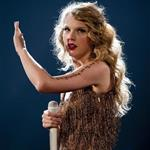 Taylor Swift performs in St Louis 92130