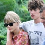 Taylor Swift and Conor Kennedy visit his mother's grave 124085