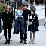 Aaron Johnson with Sam Taylor-Wood and her daughters 57907