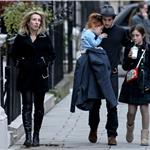 Aaron Johnson with Sam Taylor-Wood and her daughters  57908