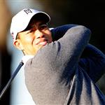 Tiger Woods practices on Thursday 55423