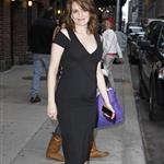 Pregnant Tina Fey leaves Letterman  83078