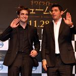 Robert Pattinson and Chris Weitz in Tokyo to promote New Moon 49829