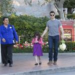 Tom Cruise takes Suri to Disneyland 103831
