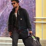 Robert Pattinson arrives in Vancouver for final Twilight reshoots  112766