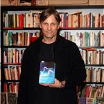 Viggo Mortensen promotes anthology of Argentinean poetry in Barcelona 71865