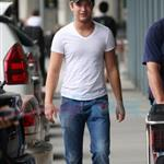 Michael Welch arrives in Vancouver to shoot Eclipse  45482
