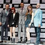 Josh Brolin, Sun Ye of Wonder Girls, Will Smith, Hye Lim of Wonder Girls and director Barry Sonnenfeld attend the Men In Balck 3 Seoul premiere 114071