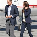 Prince William and Catherine board their plane in Yellowknife  89342