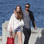 Wilmer Walderrama and Minka Kelly walk arm in arm along the foreshore at Balmoral, Sydney 110509