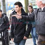 Taylor Lautner and Chris Weitz - first look at Wolf Pack in New Moon 35102
