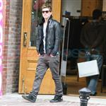 Xavier Samuel shops alone in Vancouver 48509