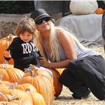 Christina Aguilera takes son Max to pumpkin patch as news breaks she's filed for divorce 70834