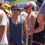 Zac Efron spends 4th of July on the beach in Malibu with friends 89224