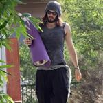 Russell Brand heads to yoga class 108438
