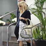 Reese Witherspoon runs errands in LA 104006